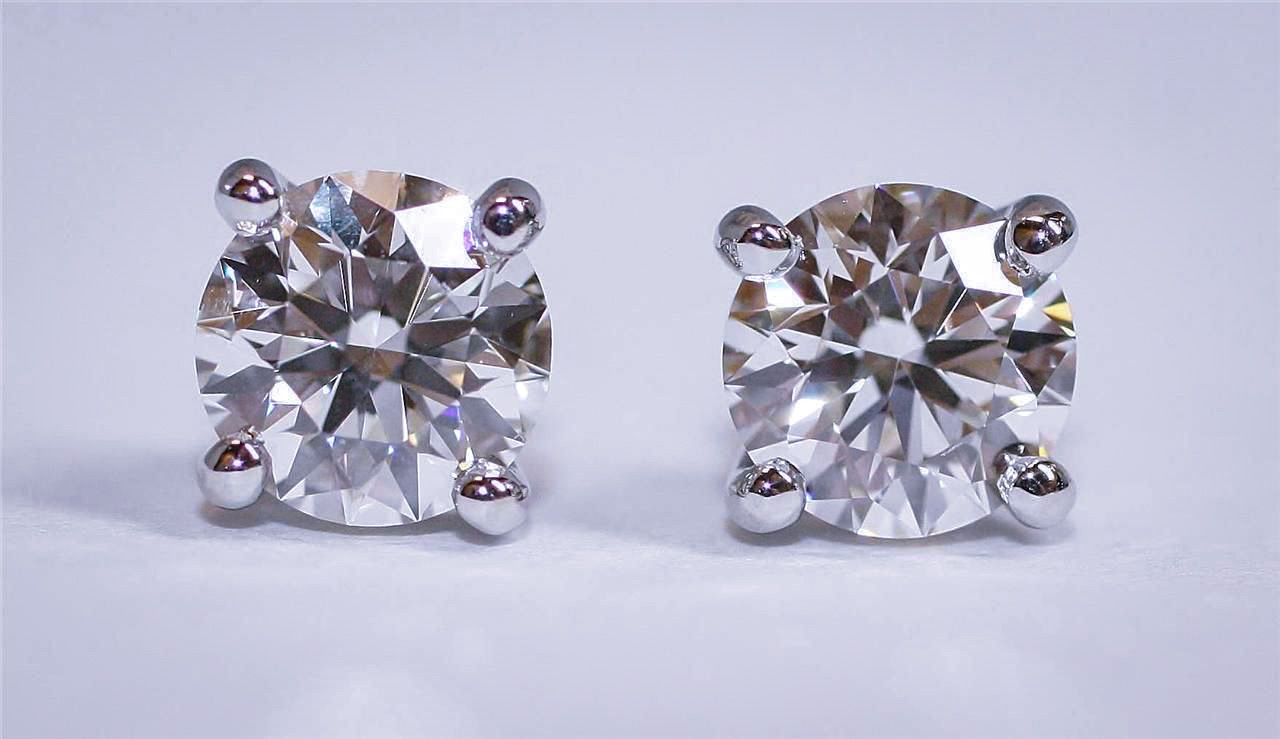 We_Buy_Pre-Owned_Tiffany_Diamond_Studs